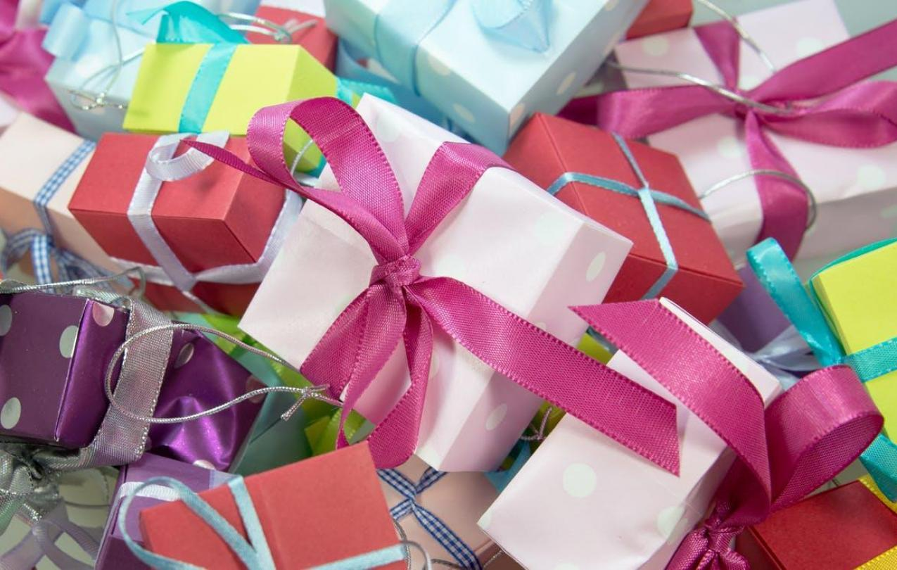 Gift boxes to signify gift giving, CC0 from pexels.com