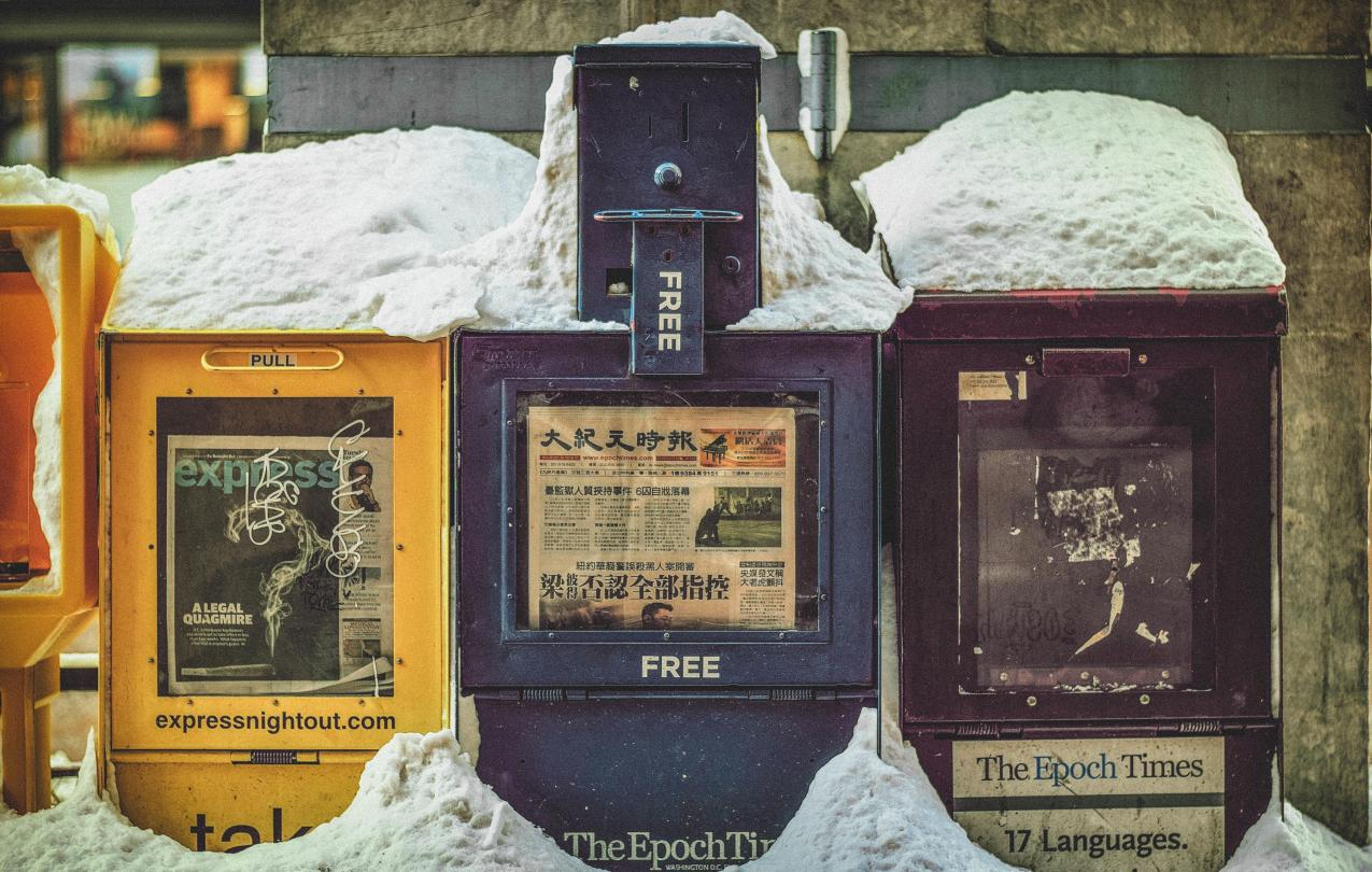 Snow covered newspaper vending machines to indicate news, CC0 from stocksnap.io
